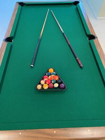 8 Ft 3/4 Inch Slate Brunswick, Bristol II Pool Table Felt In Perfect And  Like New Condition. Moving And Installation Not Included